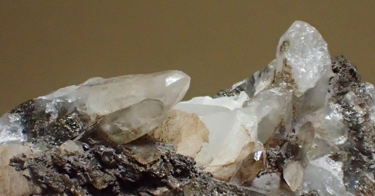 甲武信鉱山の水晶