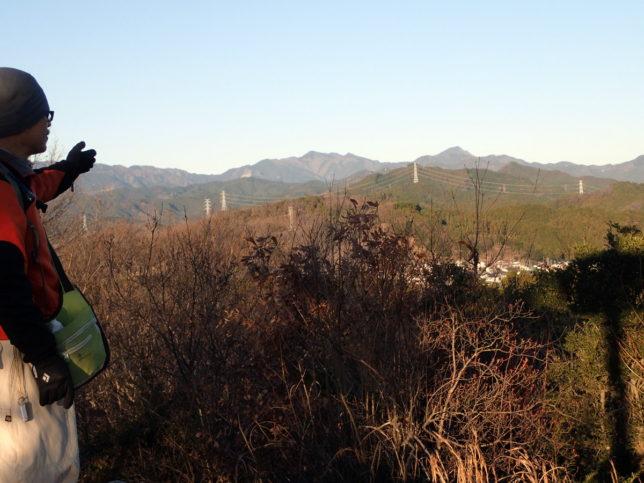 多峰主山から縦走してきた山々を振り返ります