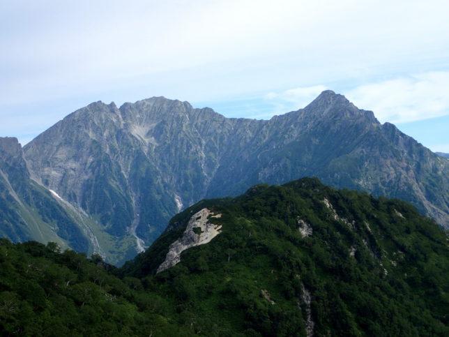 K1ピーク付近から望む穂高岳連峰。手前は六百山