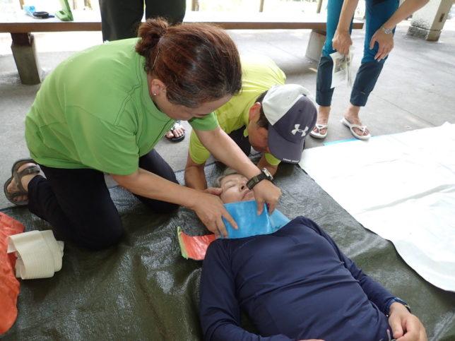 応急手当てでは、頚椎固定も練習しました