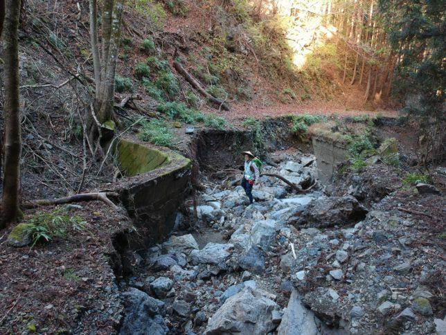 林道が崩壊。どこを通るべきか