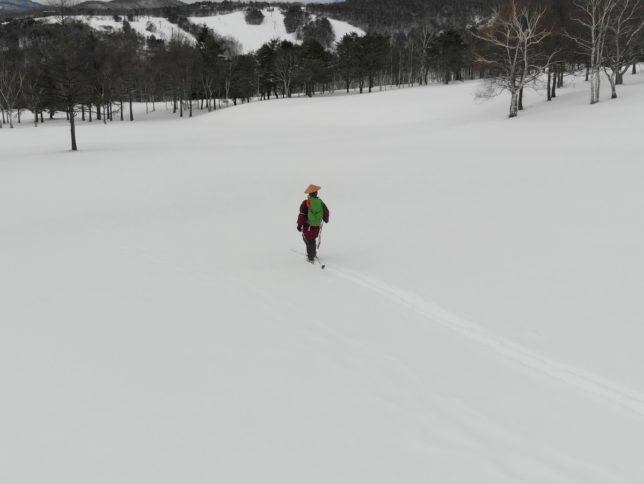 ちょっと重い新雪なのでスピードが出ません