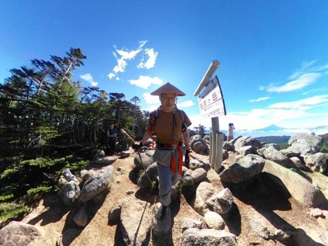 国師ケ岳に着きました。あとは降りるだけです