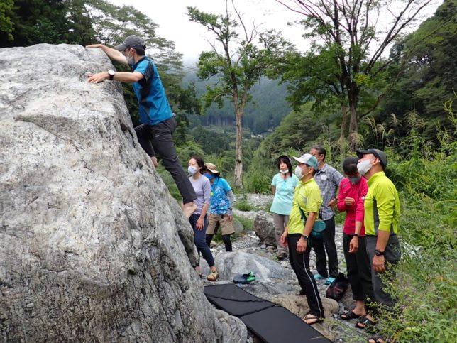 すべり台岩も登ってみました