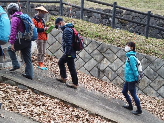 実技試験の前に歩き方を練習しました